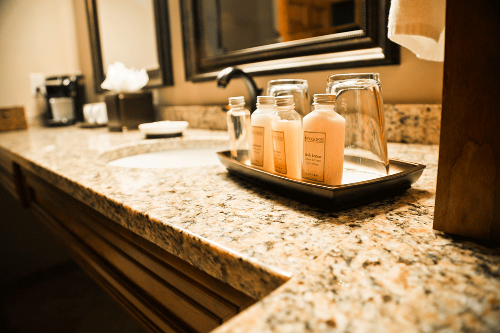 luxury-bathroom-toiletries