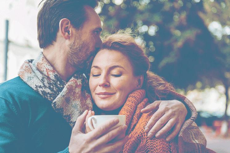 embracing-fall-couple